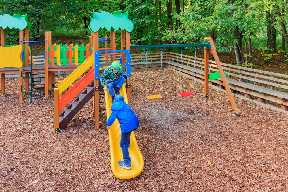 Auf dem Spielplatz austoben - für Kinder ein kleines Abenteuer