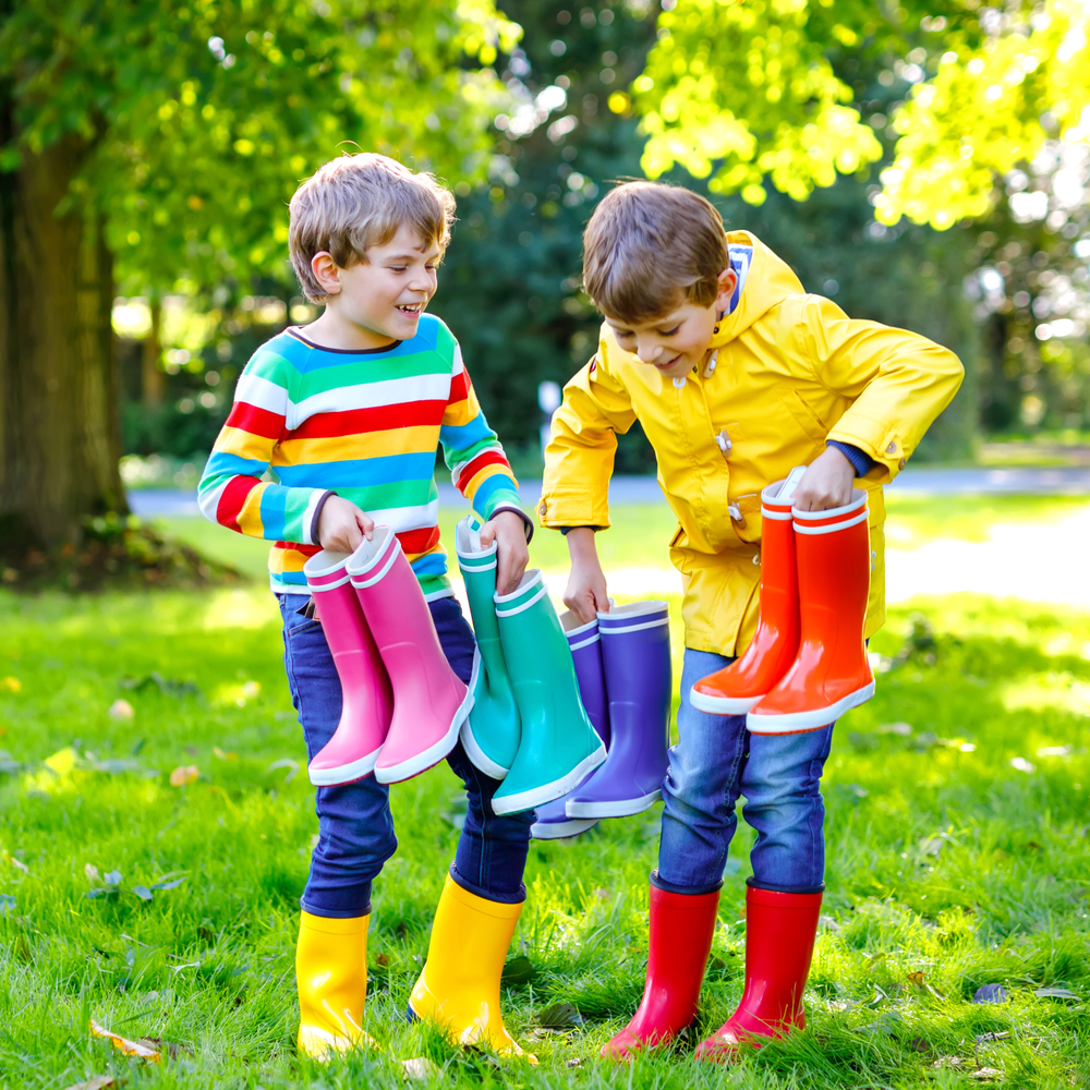 Ausflüge mit der Kita im Sommer, Bekleidung für Kinder im Sommer, Regenbekleidung für Kita-Kinder