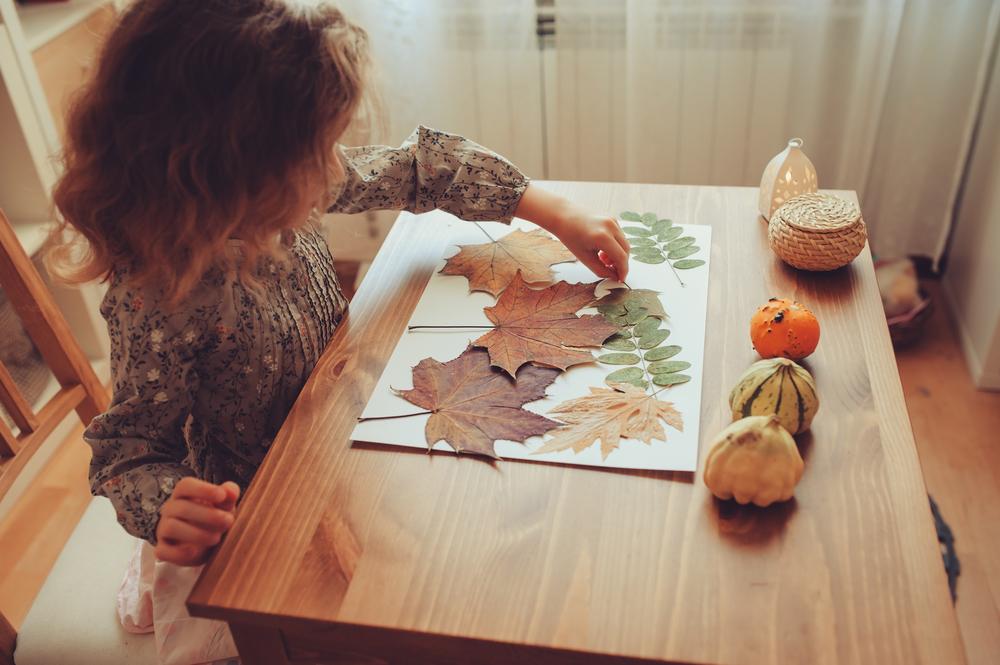 zum Erntedank in der Kita basteln, Bastelideen für Kinder, Kinder basteln mit Blättern