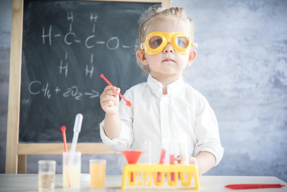 Wasserexperimente in der Kita, mit Experimenten Kindern Physik beibringen