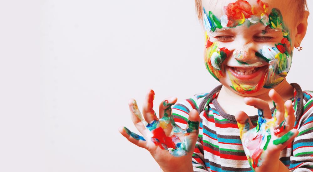 Mit Fingerspielen können Kinder die ersten Gefühle ausdrücken