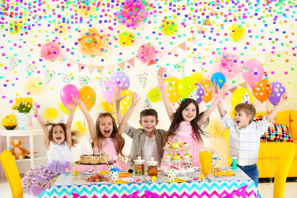 Geburtstagskind feiert den Ehrentag gerne mit den Freunden im Kindergarten