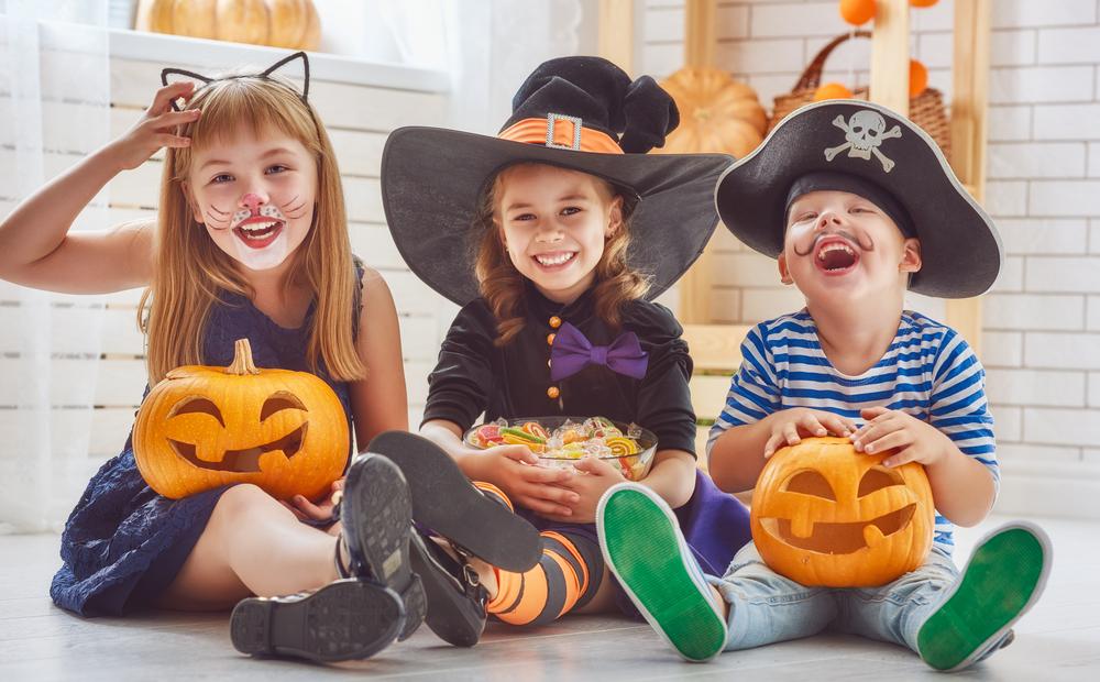 Halloween im Herbst in der Kita, Kinder zu Halloween verkleiden