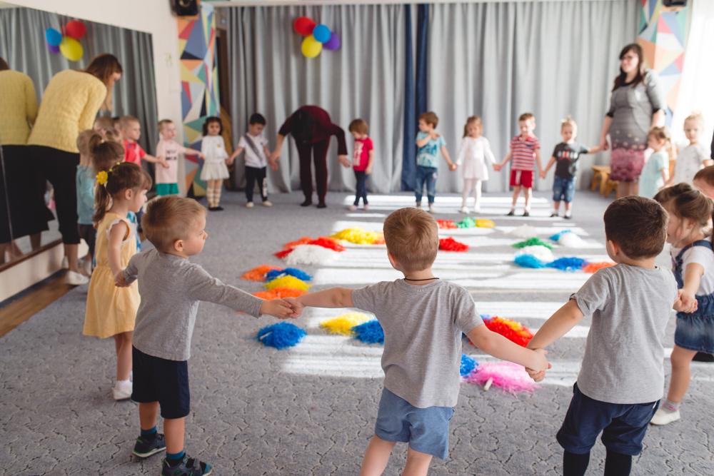 Spielkreis im Kindergarten, Kinderspiele für alle, Reigenspiele in der Kita