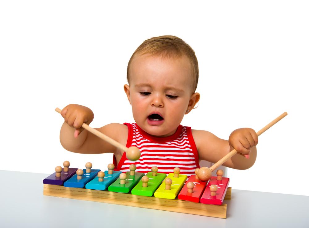 Kultur und Kunst im Kindergarten, Kind spielt Musik, Musik und Kinder, Klangspiele für Kinder