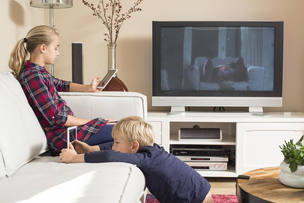 Medien im Elternhaus, Fernsehen, Handy und Tablet im Kinderzimmer, Spielekonsole, Playstation, Xbox, Wii