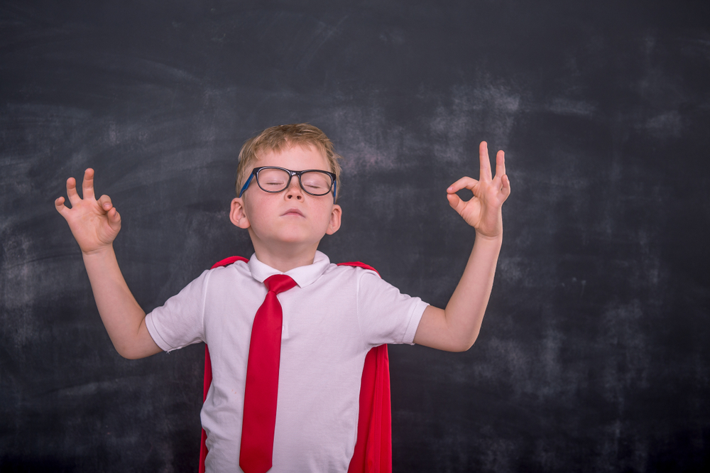Kinder lernen Achtsamkeit kennen, durch Meditation