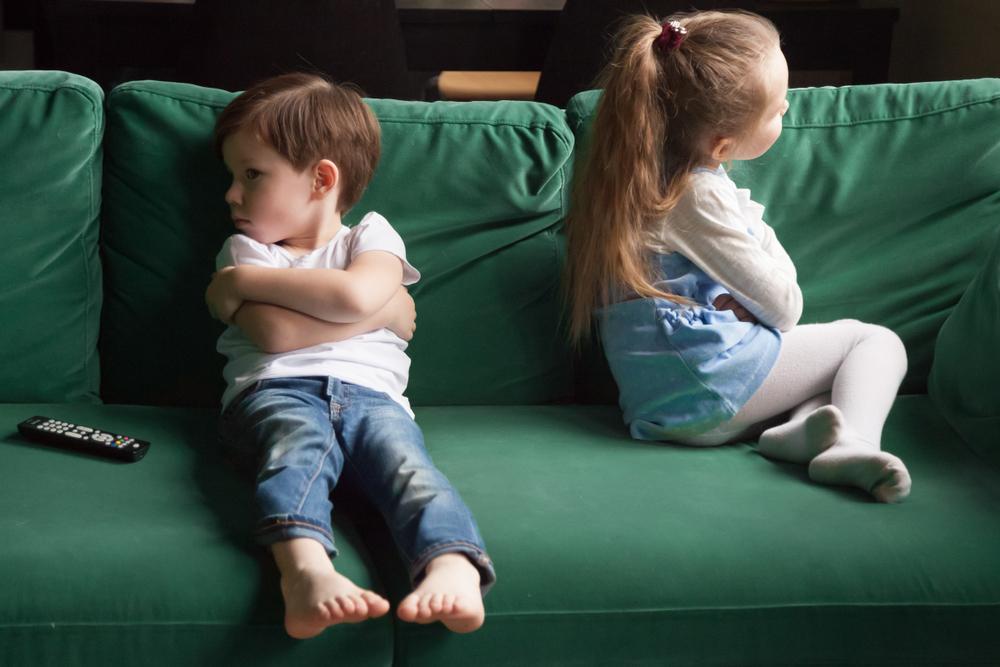 soziale Kompetenz bei Kindern, Kindern streiten, Empathie Kindern beibringen, Kinder schweigen