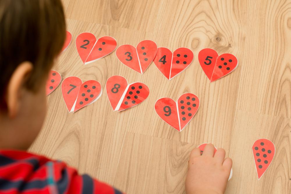 Zahlenspiele für Kinder, mit Zahlenpaaren spielerisch lernen,  Zahlen in der Kita lernen, Mathematik im Kindergarten