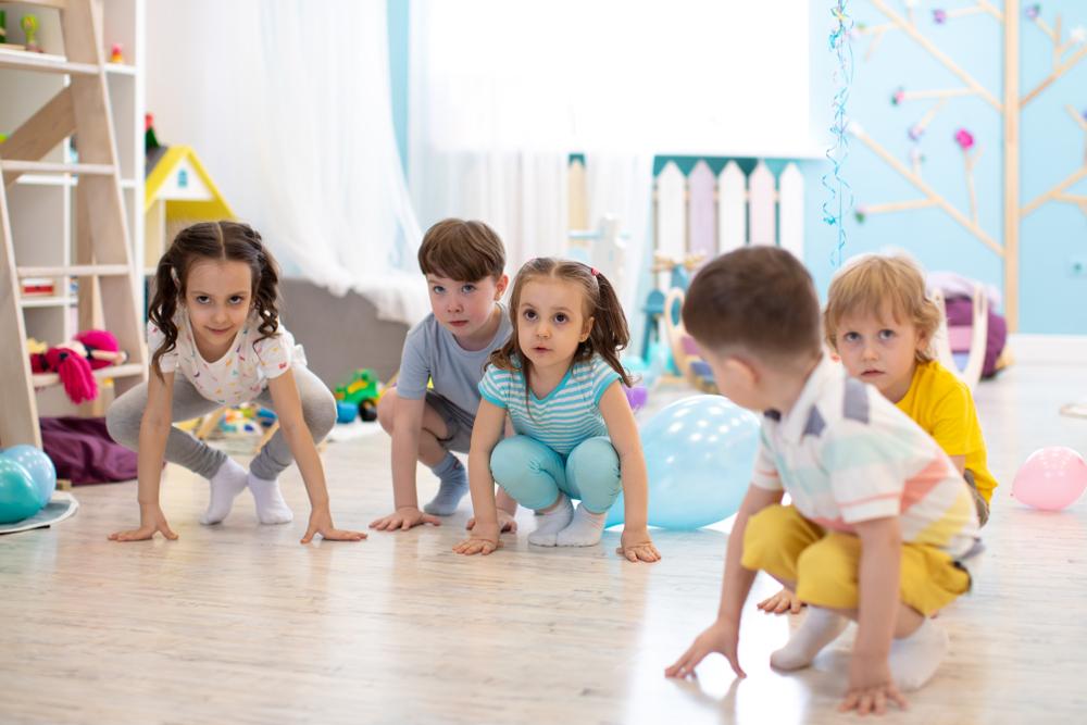 Bewegungsspiele und rechnen, Spiele mit Bewegung und zählen, spielerisch rechnen im Kindergarten