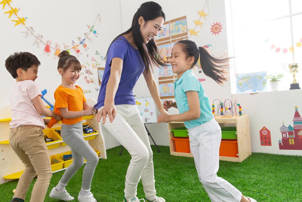 Teamarbeit in der Kita verbessern, gute Teamarbeit macht Erziehern und auch Kindern glücklich