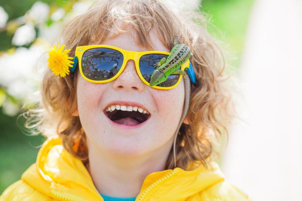 Kinder entdecken die Umwelt durch gut geschulte Sinne