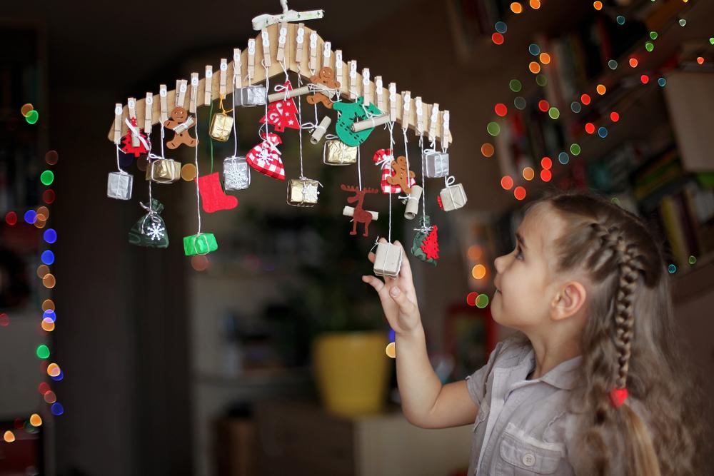 Im Kindergarten darf gern ein selbst gebastelter Adventskalender in jeder Gruppe hängen.