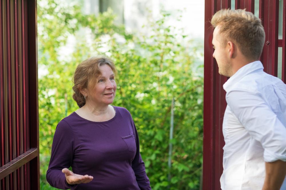 Tür- und Angelgespräche dienen dem schnellen Austausch von Informationen zwischen Eltern und ErzieherInnen