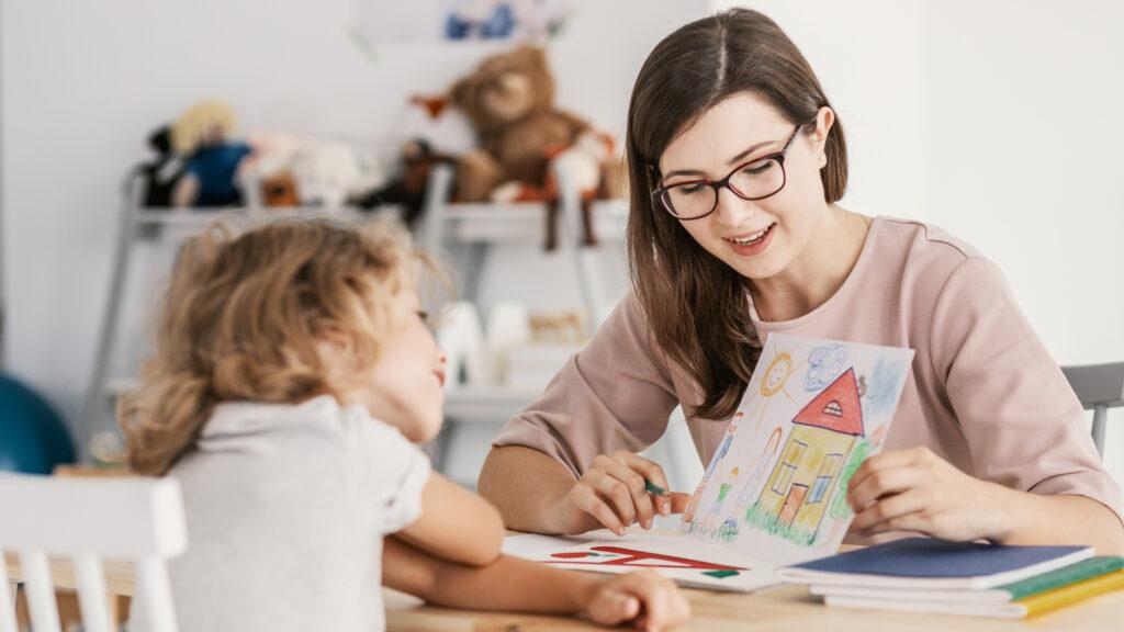 Kimspiele., Entwicklung der Sinne Kinder, Kindesentwicklung